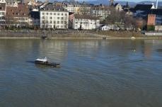 Le bateau taxi pour traverser le rhin sans moteur !© Pom & T